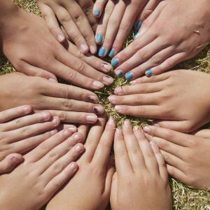 hands-1434811-2-m
